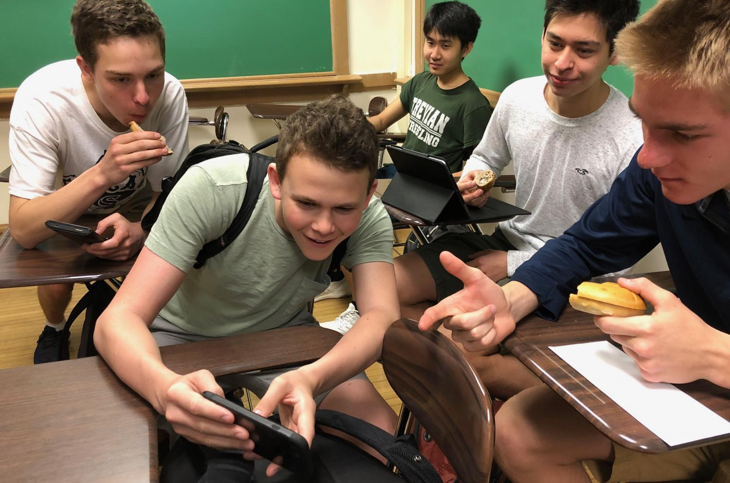 J. Keenan, T. Kamin, A. Kuhn, N. Lievano and N. Thammavijitdej share a laugh over a snapchat during advisery