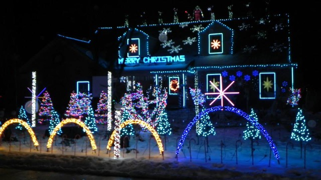 Cleveland Christmas.Christmas Lights Up Cleveland St New Trier News