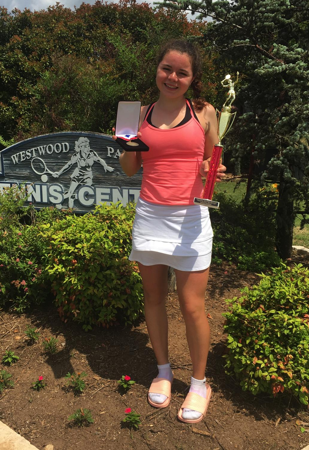 Alli Zipoli celebrates her win at the USTA National Selection Singles Championship