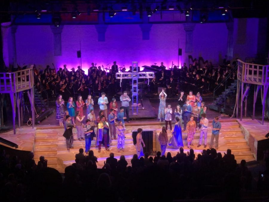 The+Saturday+cast+of+Choir-Opera%27s+%22Jesus+Christ+Superstar%22++takes+a+bow+after+their+performance