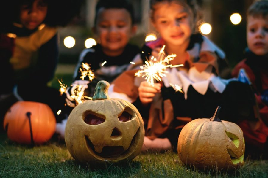 Parents+and+children+are+creating+alternate+way+to+celebrate+Halloween+this+year+as+the+pandemic+spoils+the+traditional+trick-or-treating+